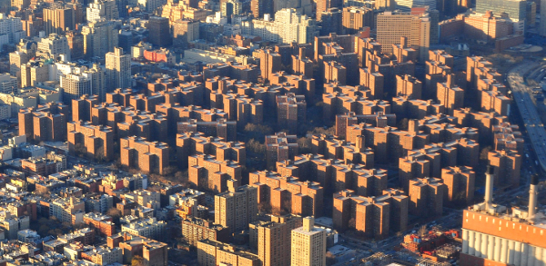 Stuyvesant Town and Peter Cooper Village as seen from the air over the East (...)