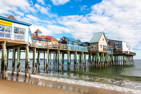 Old Orchard Beach pier, Maine, United States (cc) Paul VanDerWerf/Flickr (...)