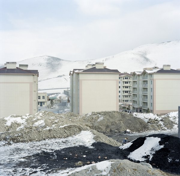 Construction of apartment blocks to the north of the city. The air pollution due to coal-fired stoves does not reach as far as this neighbourhood, which is intended for well-off residents.   Zaisan, Ulan Bator, December 2011.